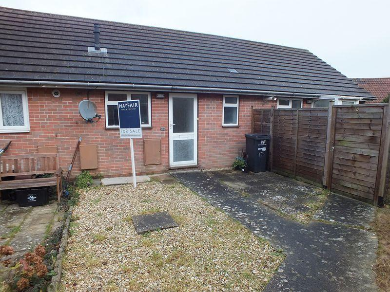 1 Bedroom Flat for sale in Dairy Court, Crewkerne