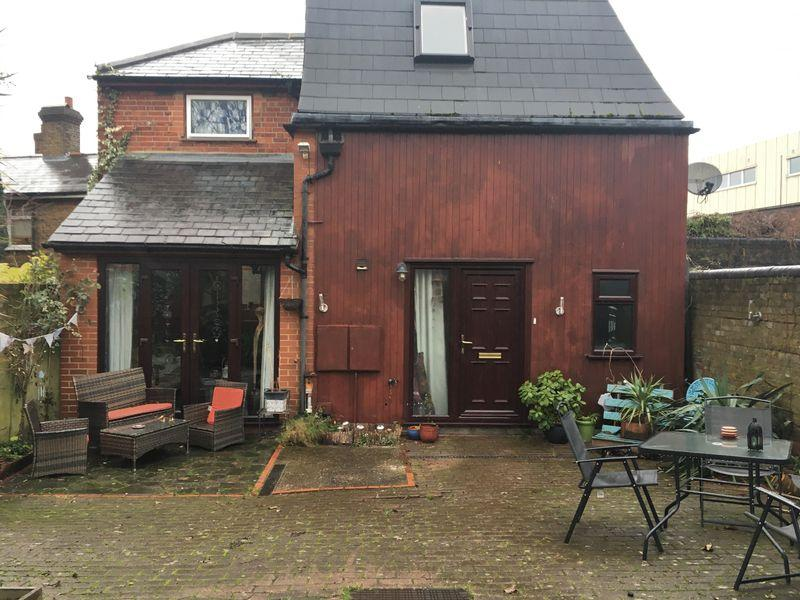 3 Bedrooms Detached House for sale in East Street, Epsom