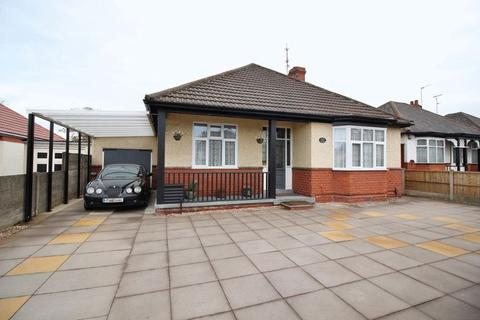 2 bedroom detached bungalow for sale - Stafford Road, Oxley, Wolverhampton