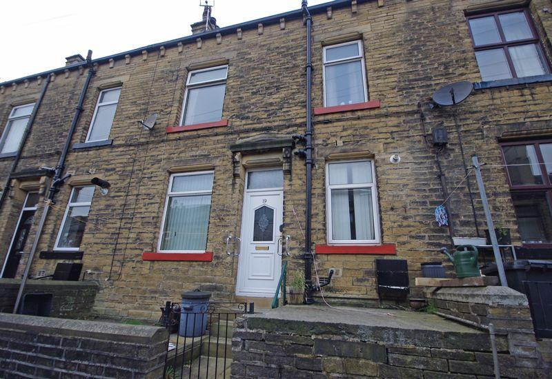 2 Bedrooms Terraced House for sale in 19 Hollin Street, Triangle, HX6 3NN