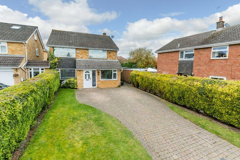 4 Bedrooms Link Detached House for sale in Brackendale Grove, Harpenden