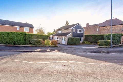 3 bedroom detached house for sale - Birchover Way, Allestree