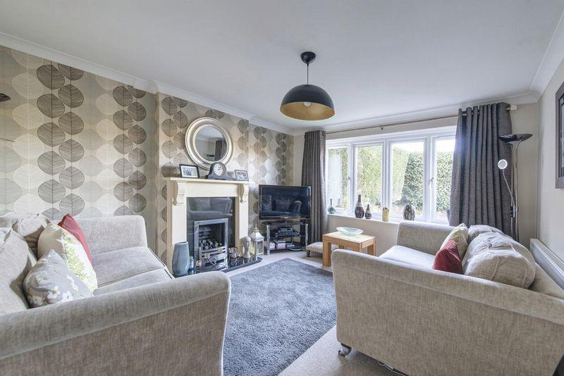3 Bedrooms Detached House for sale in Birchover Way, Allestree