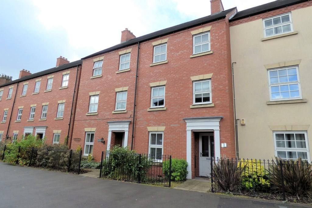 3 Bedrooms Town House for sale in Church Street, Uttoxeter