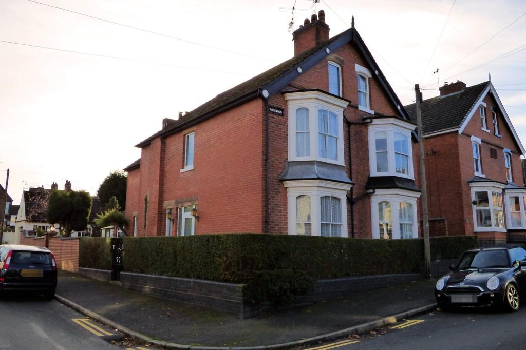 5 Bedrooms Semi Detached House for sale in Kensington Road, Burton-on-Trent