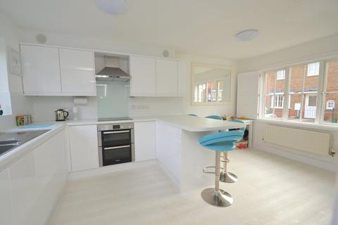 3 bedroom semi-detached house for sale - Silvester Way, Chancellor Park, CM2 6YZ