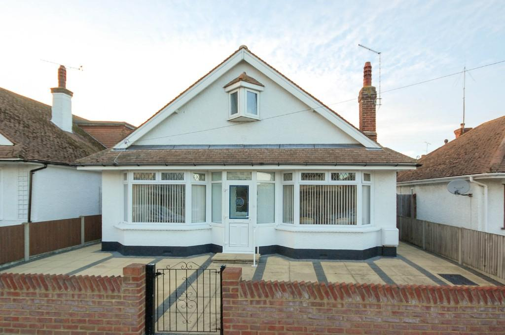 2 Bedrooms Detached Bungalow for sale in Oxenden Park Drive, Herne Bay