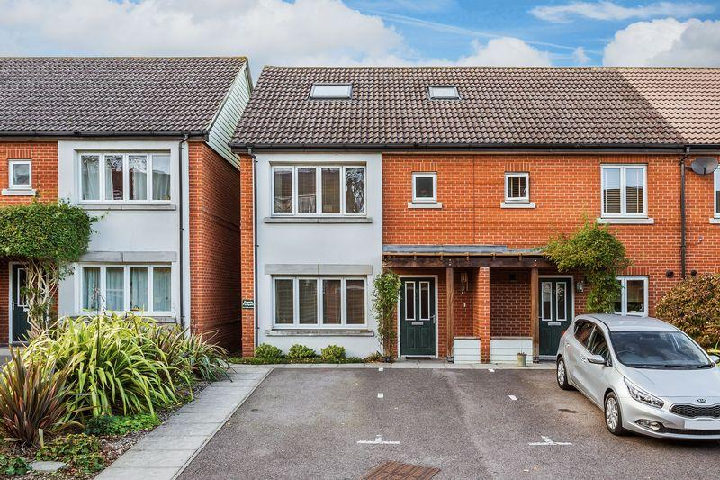 5 Bedrooms Terraced House for sale in Rivett Drake Close, Guildford