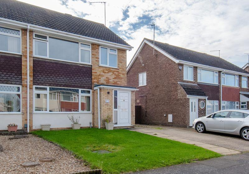 3 Bedrooms Semi Detached House for sale in Oaks Drive, Higham Ferrers