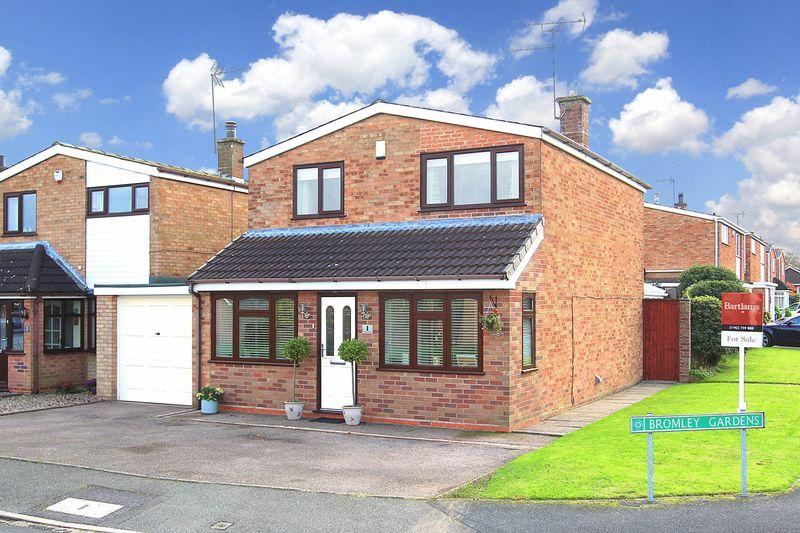 3 Bedrooms Detached House for sale in CODSALL, Bromley Gardens