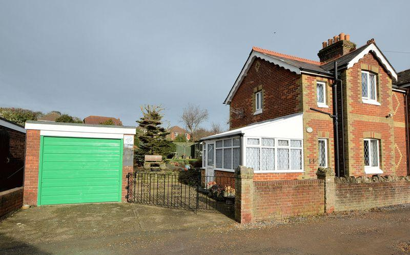 2 Bedrooms Cottage House for sale in ASHEY, RYDE