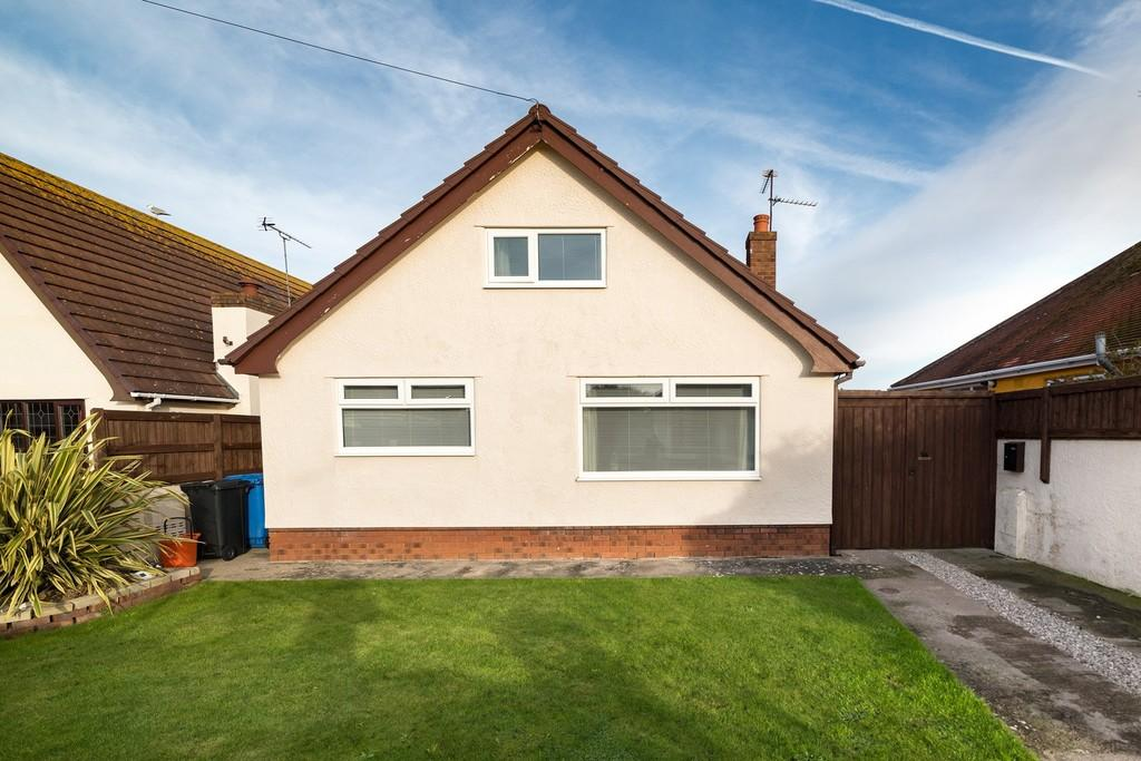 4 Bedrooms Detached Bungalow for sale in Plas Newydd Drive, Prestatyn