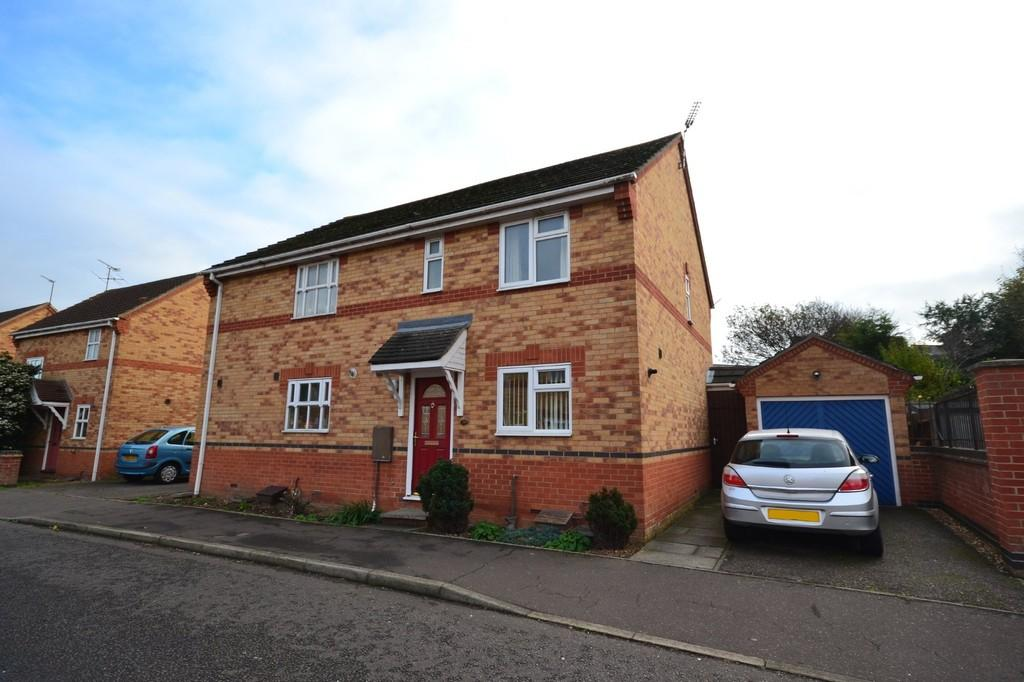 3 Bedrooms Semi Detached House for rent in Haddon Park, Colchester