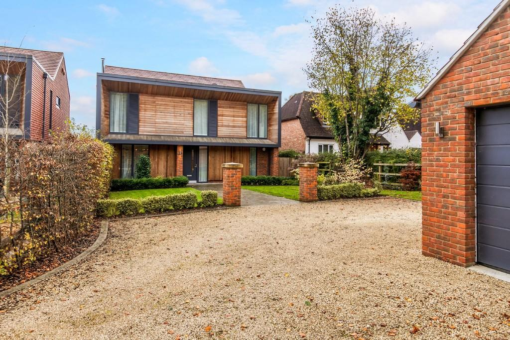 5 Bedrooms Detached House for sale in Three Maids Close, Winchester, SO22