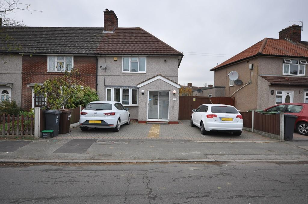 3 Bedrooms End Of Terrace House for sale in Osborne Road, Dagenham