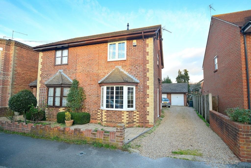 2 Bedrooms Semi Detached House for sale in Grove Road, Wimborne