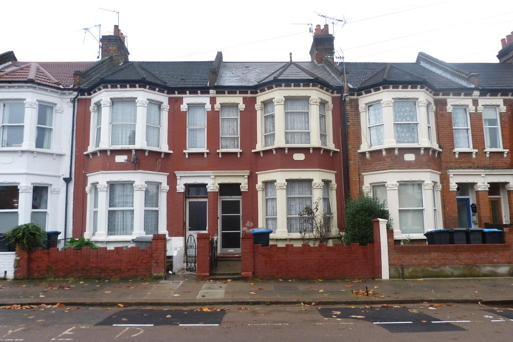 3 Bedrooms Terraced House for sale in Osborne Road, Willesden