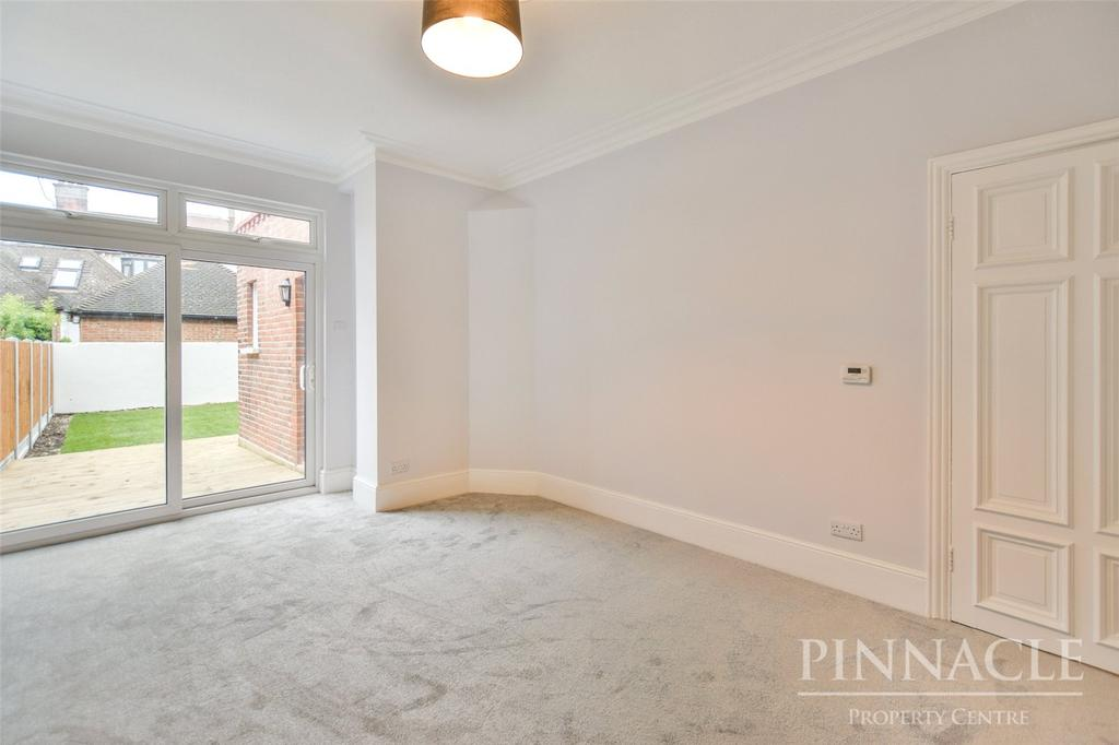 3 Bedrooms Apartment Flat for sale in Ailsa Road, Westcliff On Sea, Essex, SS0