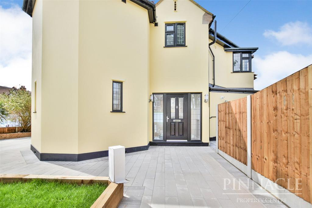 4 Bedrooms Detached House for sale in Crowstone Avenue, Westcliff-on-Sea, Essex, SS0