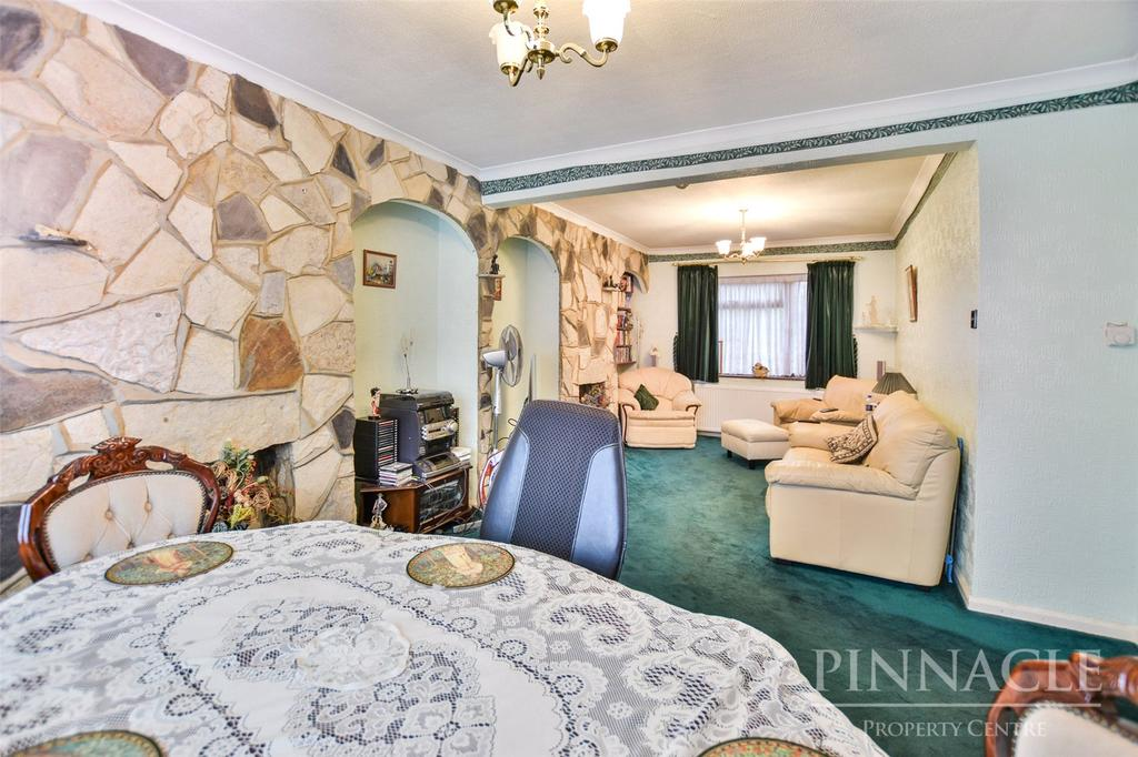 3 Bedrooms Semi Detached House for sale in Ulster Road, Shoeburyness, Essex, SS3
