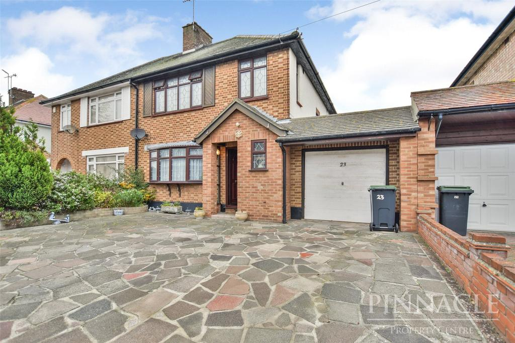 3 Bedrooms Semi Detached House for sale in Ulster Avenue, Shoeburyness, Essex, SS3