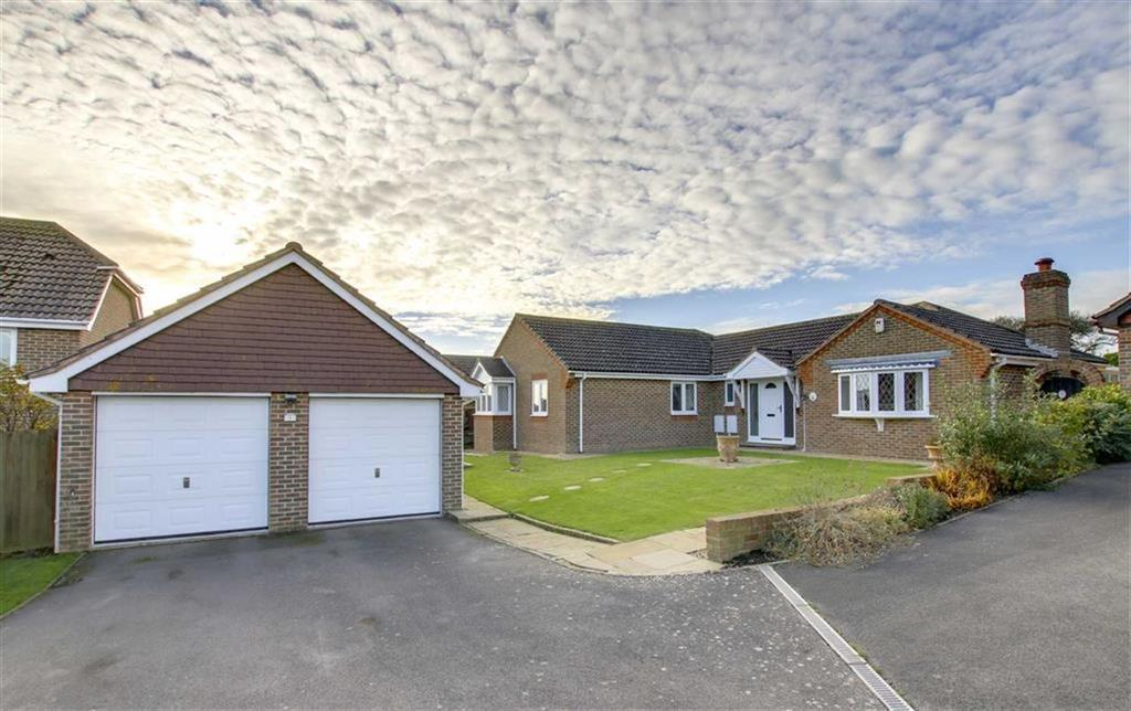 3 Bedrooms Detached Bungalow for sale in Whiteway Close, Seaford