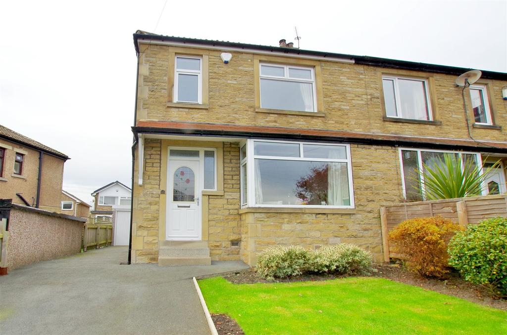3 Bedrooms Semi Detached House for sale in Sunnybank Crescent, Greetland, Halifax