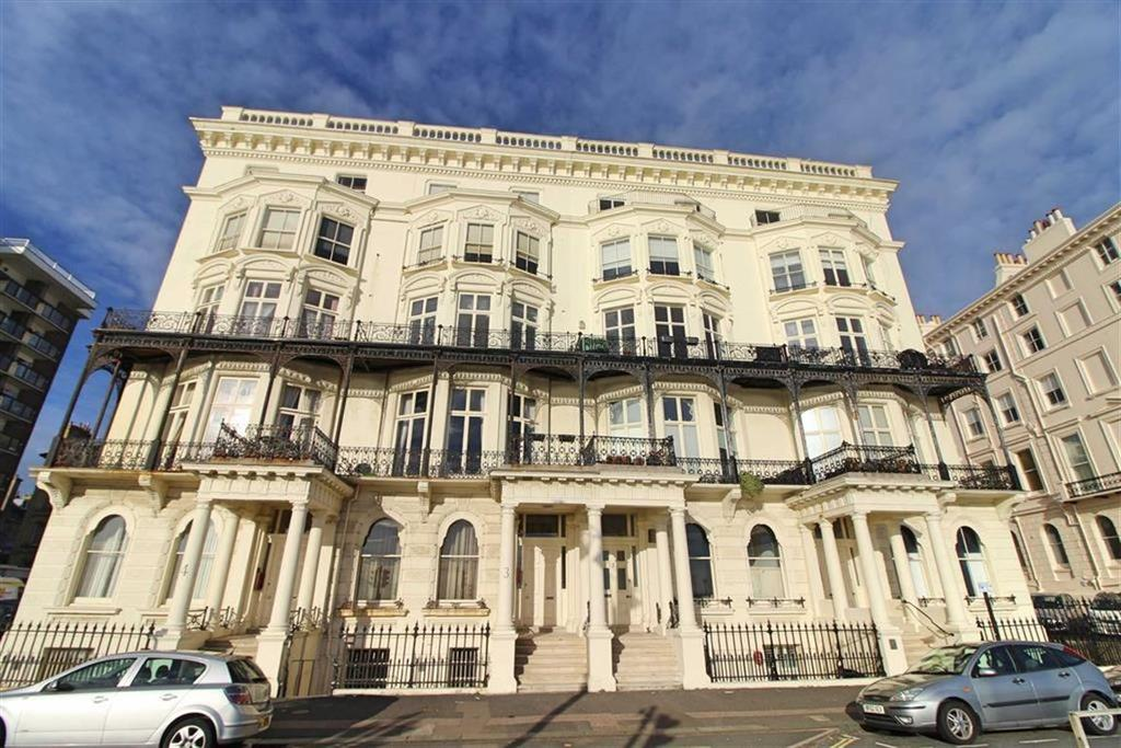 2 Bedrooms Apartment Flat for sale in Adelaide Mansions, Hove, East Sussex