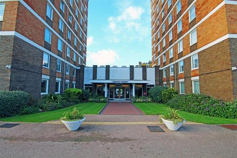 3 bedroom flat to rent - Grand Avenue, Hove, East Sussex