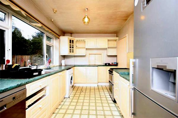 4 Bedrooms Semi Detached House for sale in SHORTLANDS ROAD, BROMLEY BR2