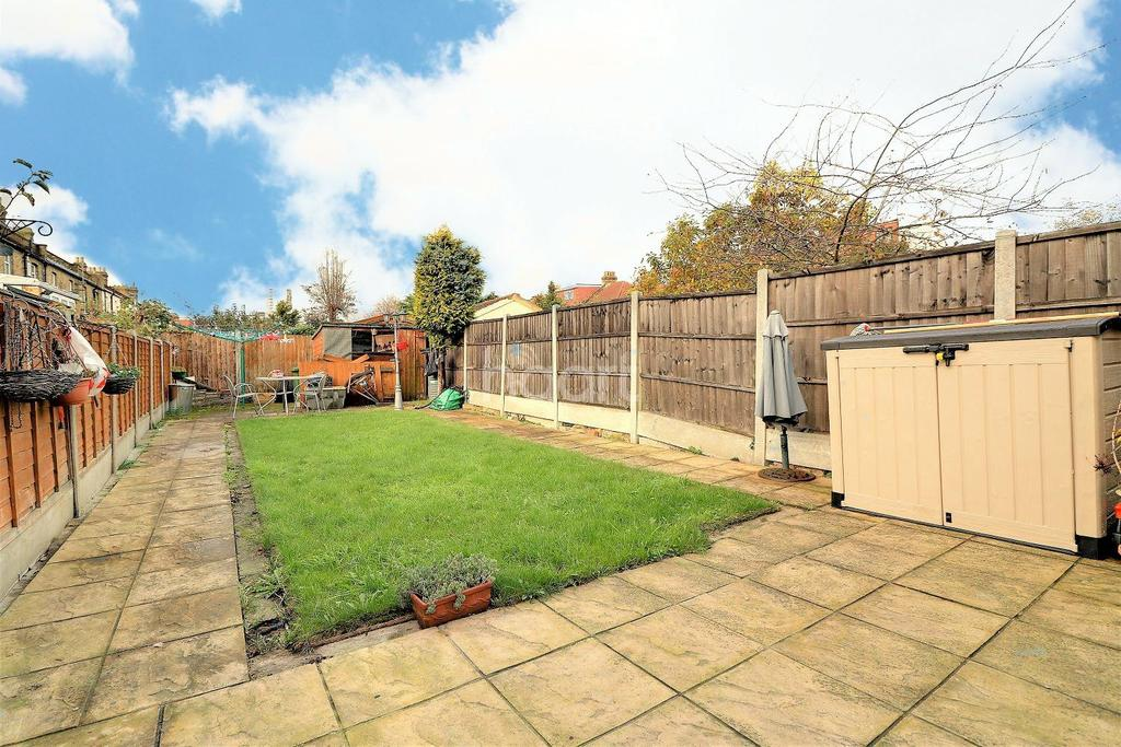 3 Bedrooms Terraced House for sale in Grange Road, Ilford, Essex
