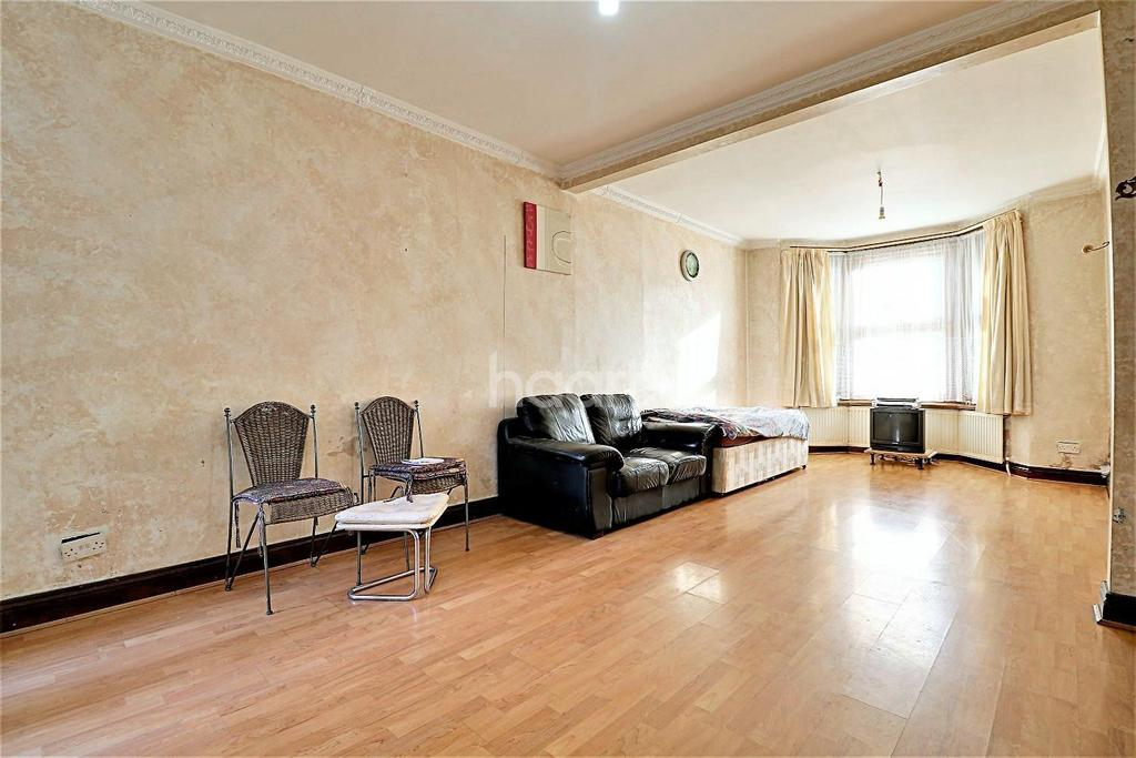 3 Bedrooms Terraced House for sale in Harvey Road, Ilford, Essex