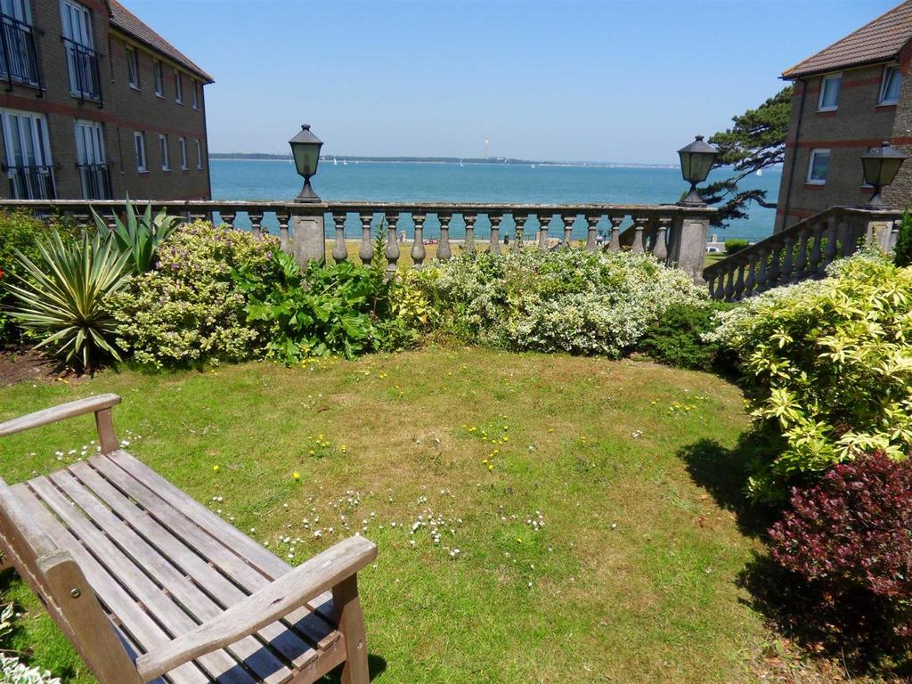 2 Bedrooms Apartment Flat for sale in Briary Court, Cowes