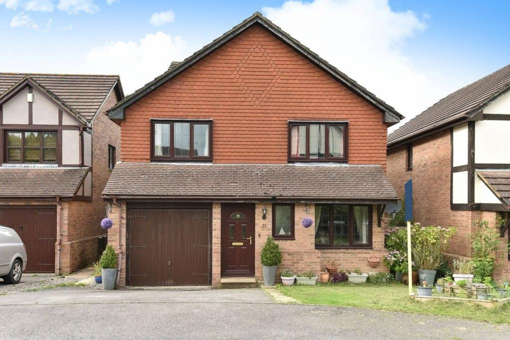 5 Bedrooms Detached House for sale in Heritage Park, Hatch Warren
