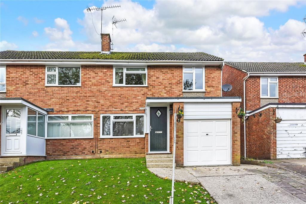 3 Bedrooms Semi Detached House for sale in Bingley Close, Alton, Hampshire