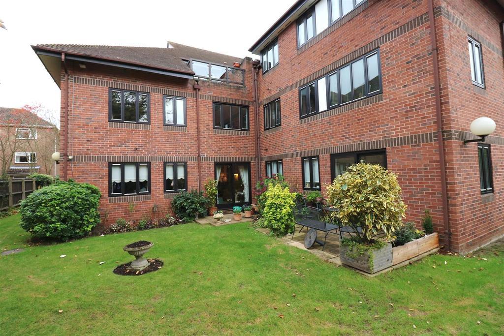 2 Bedrooms Retirement Property for sale in Healey Court Coten End, Warwick