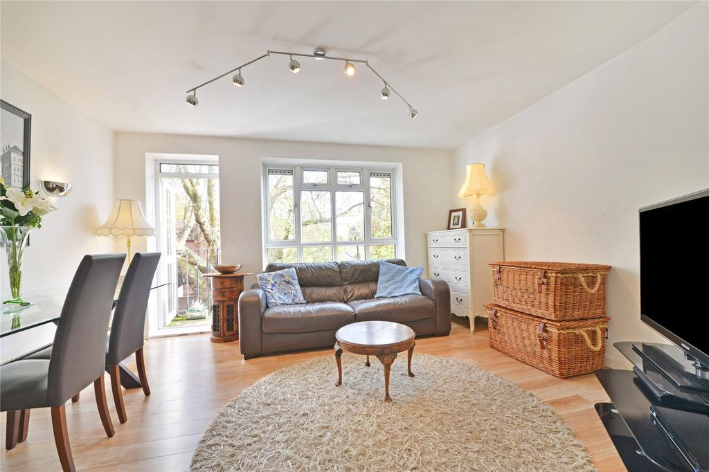 2 Bedrooms Flat for sale in Fitzjohns Avenue, Hampstead, London
