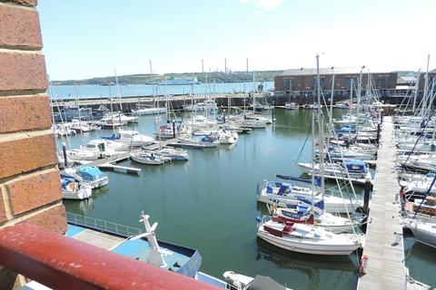 2 bedroom flat to rent - 17 Sovereign House , Nelson Quay, Milford Haven SA73 3AJ