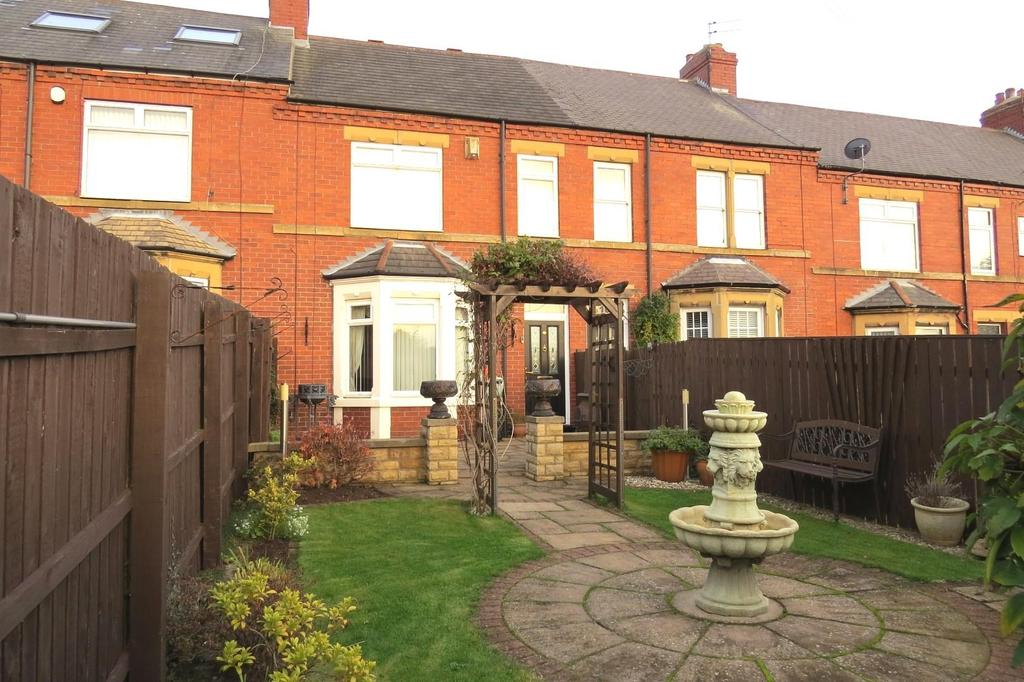 4 Bedrooms Terraced House for sale in West View, Ashington