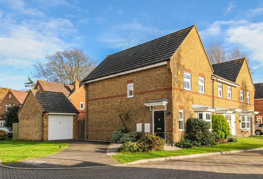 3 Bedrooms End Of Terrace House for sale in The Cedars, Barnham