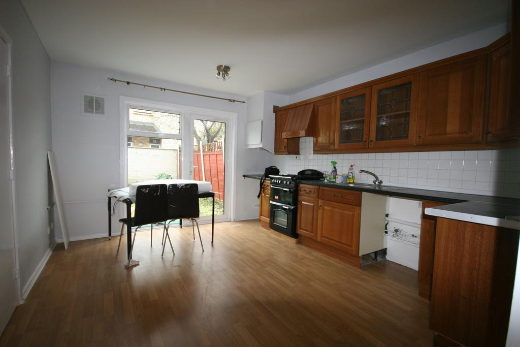 4 Bedrooms Terraced House for rent in Suffolk Road, London N15