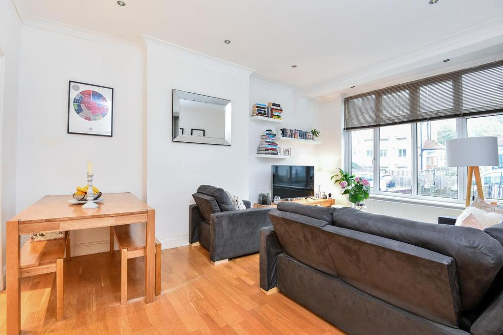 2 Bedrooms Flat for sale in Trinity Road, Wandsworth Common
