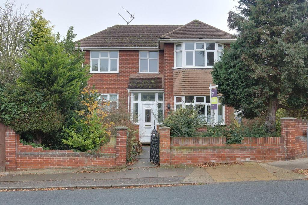 3 Bedrooms Detached House for sale in Highfield Approach, Ipswich
