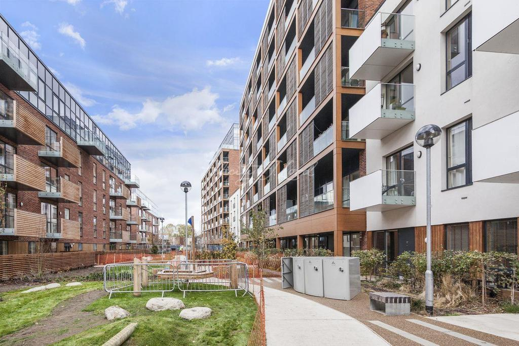 2 Bedrooms Flat for sale in Grenfell Court, E3