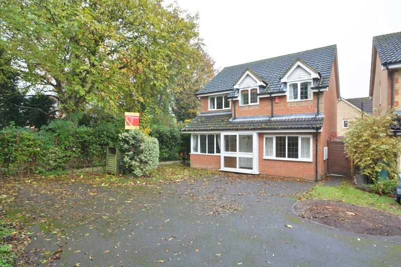 4 Bedrooms Detached House for sale in Winton Chase, Andover