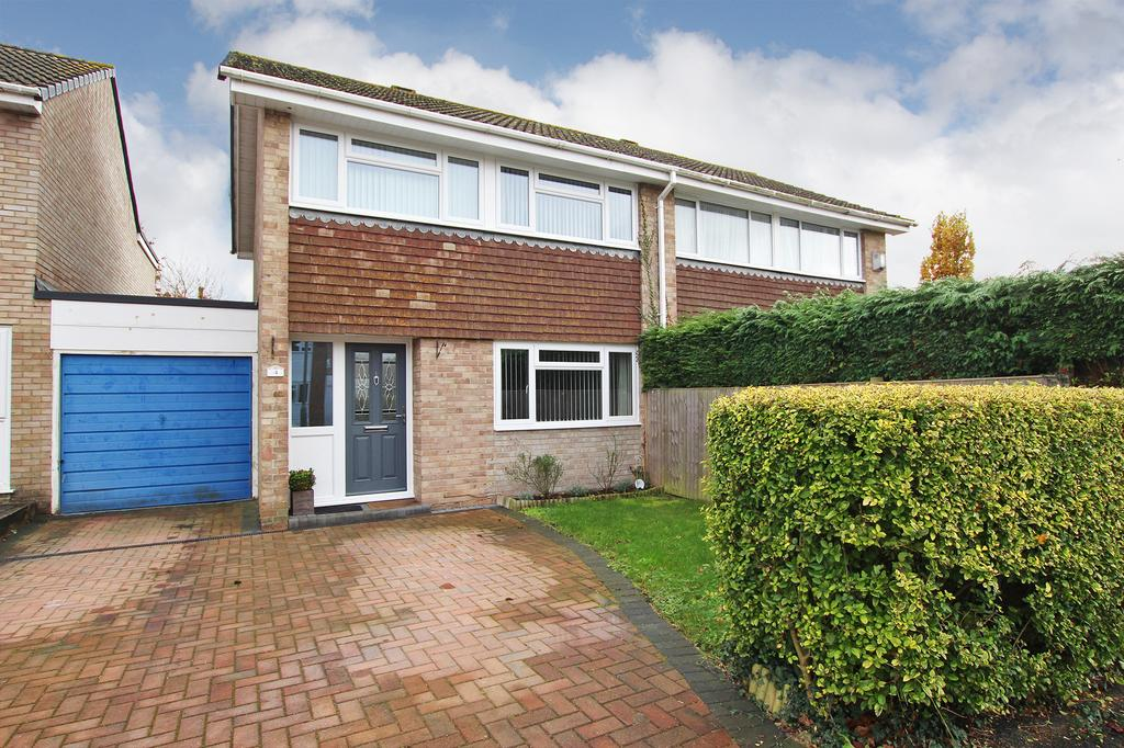 3 Bedrooms Semi Detached House for sale in HOLBURY