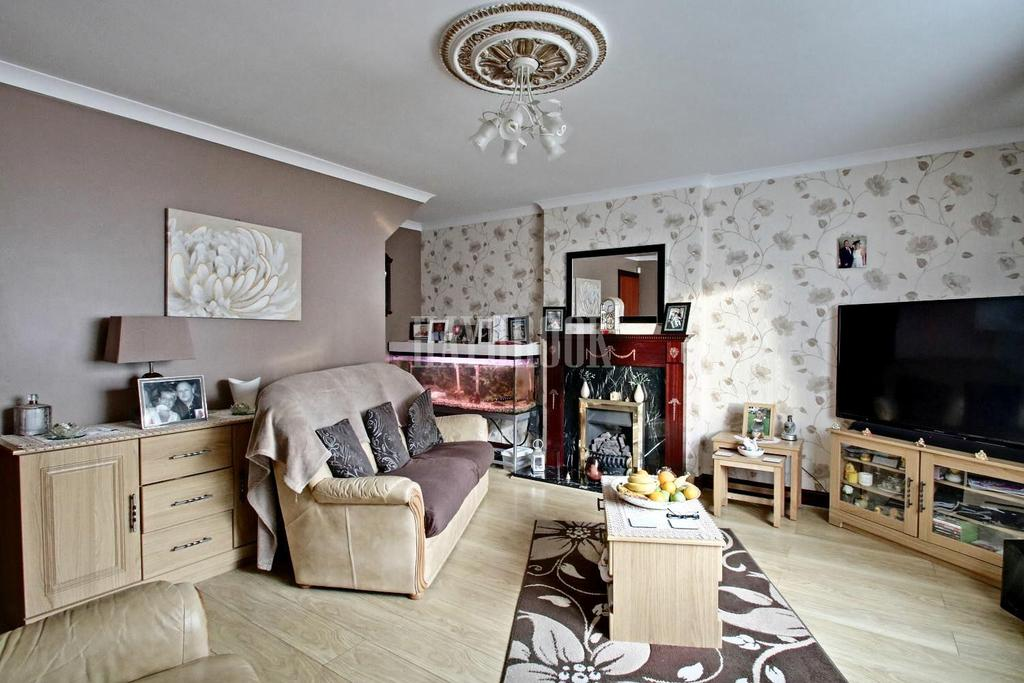 3 Bedrooms Semi Detached House for sale in North Hill Road, Southey