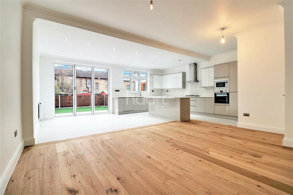 6 Bedrooms Terraced House for sale in Sackville Gardens, Ilford, Essex