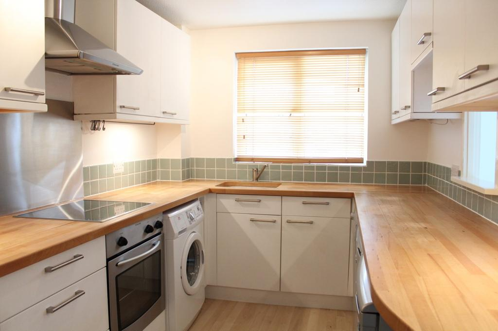 2 Bedrooms Maisonette Flat for sale in George Close