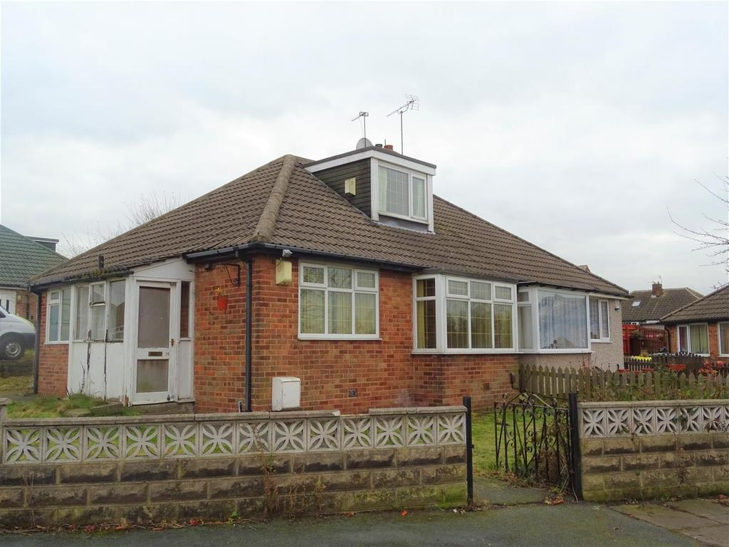 3 Bedrooms Semi Detached Bungalow for sale in Warwick Road, East Bowling, BD4 7RA